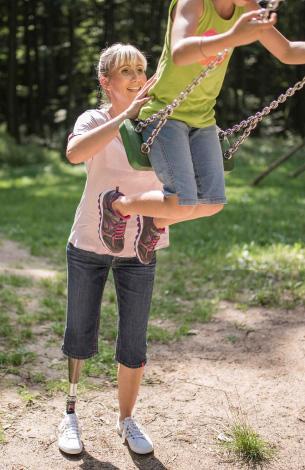 Jessica Durke - APT Erfahrungsbericht - Mitarbeiterin mit Prothese